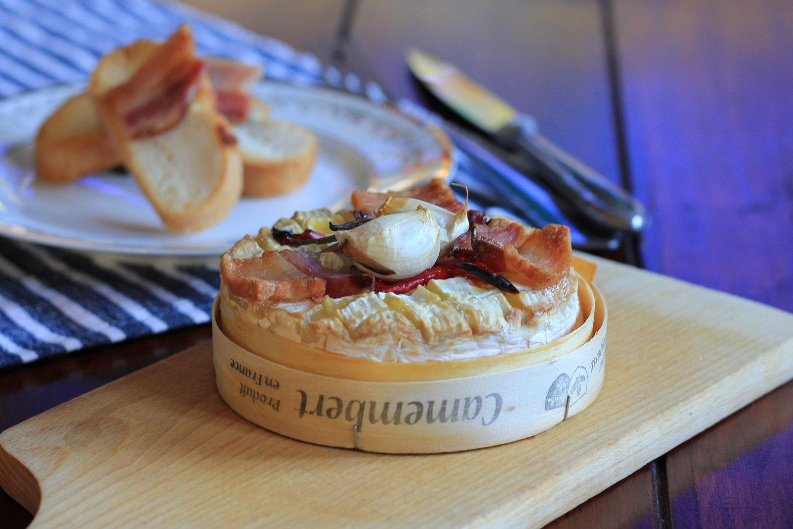 tak trochu francuzska vecera, grilovany camembert