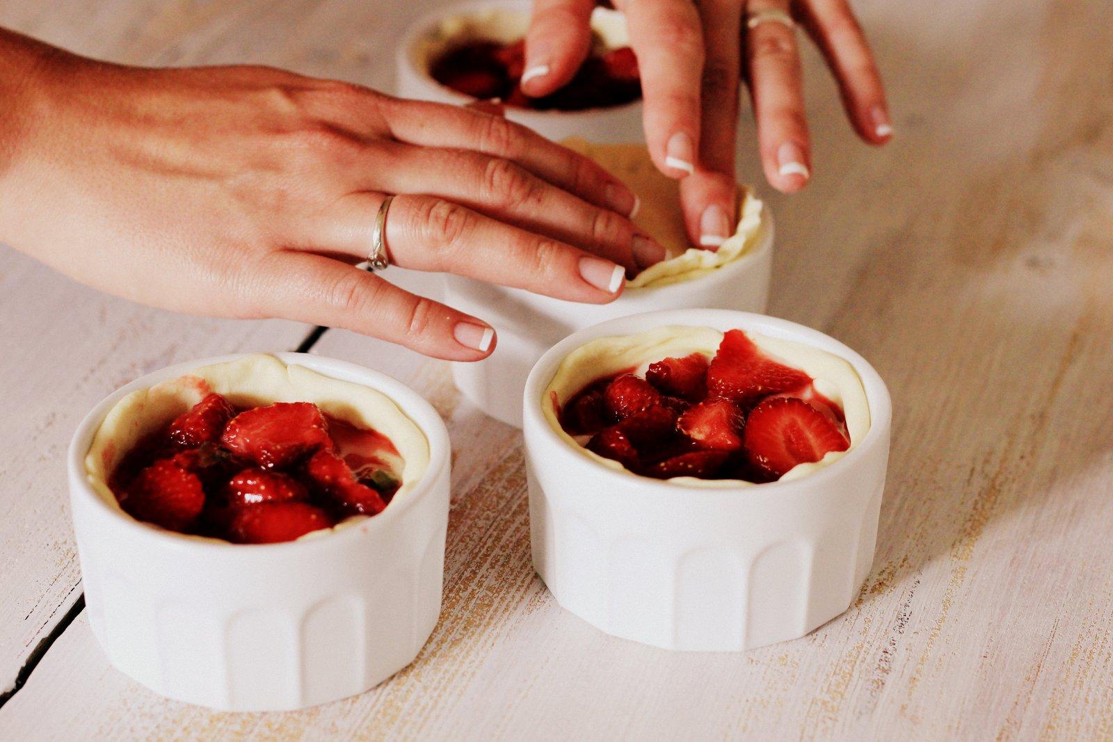 vanilkový puding, jahody