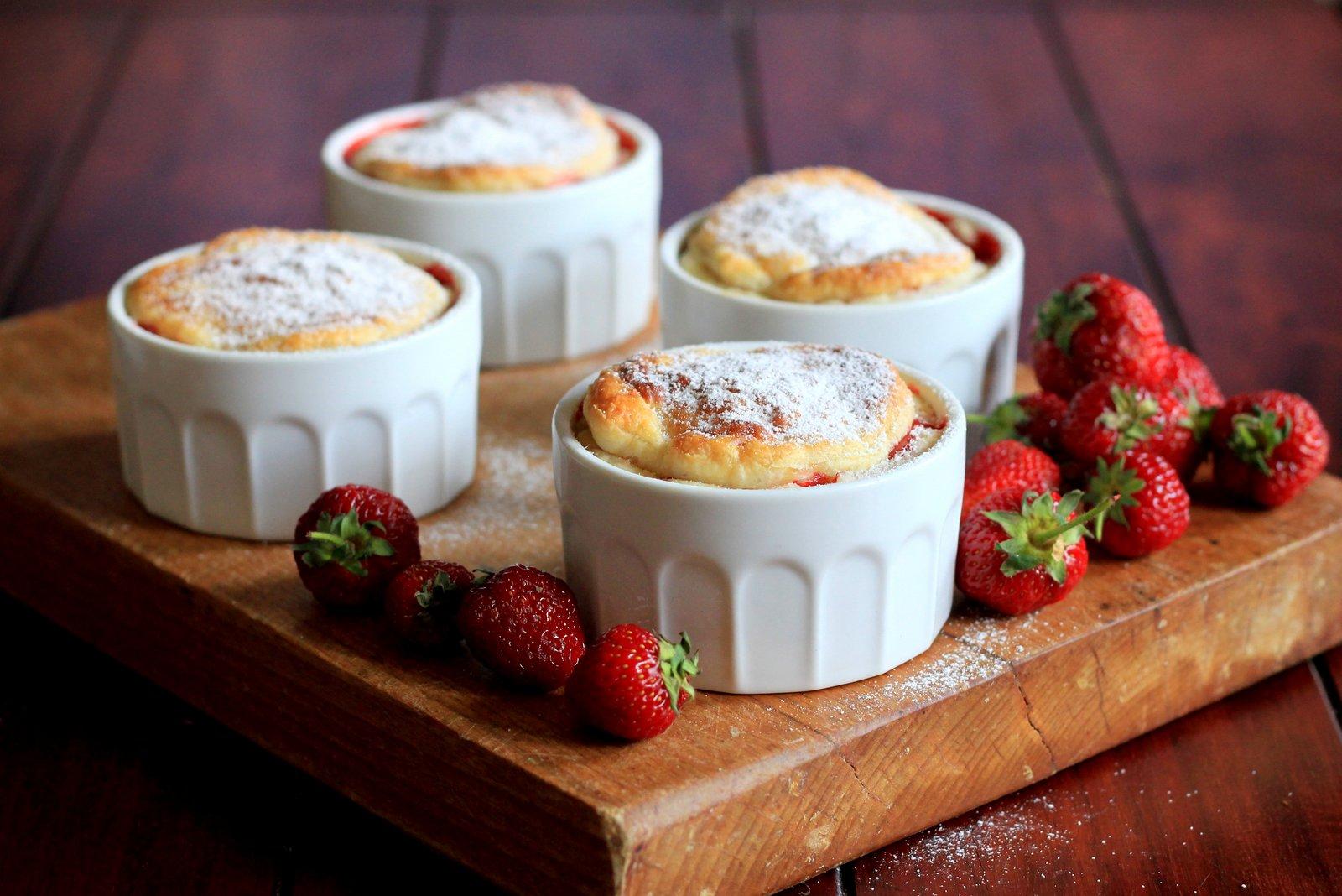 vanilkový puding a jahody