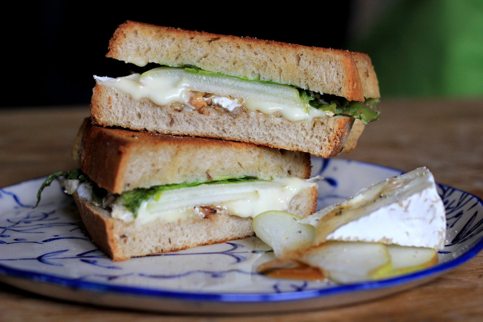 perfektny septembrovy toast s hruskou a syrom, recept