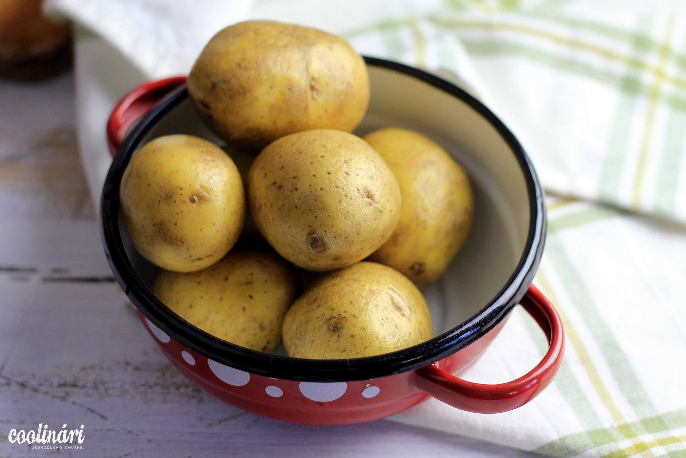 iné kaustníky, zemiakové placky, kyslá kapusta