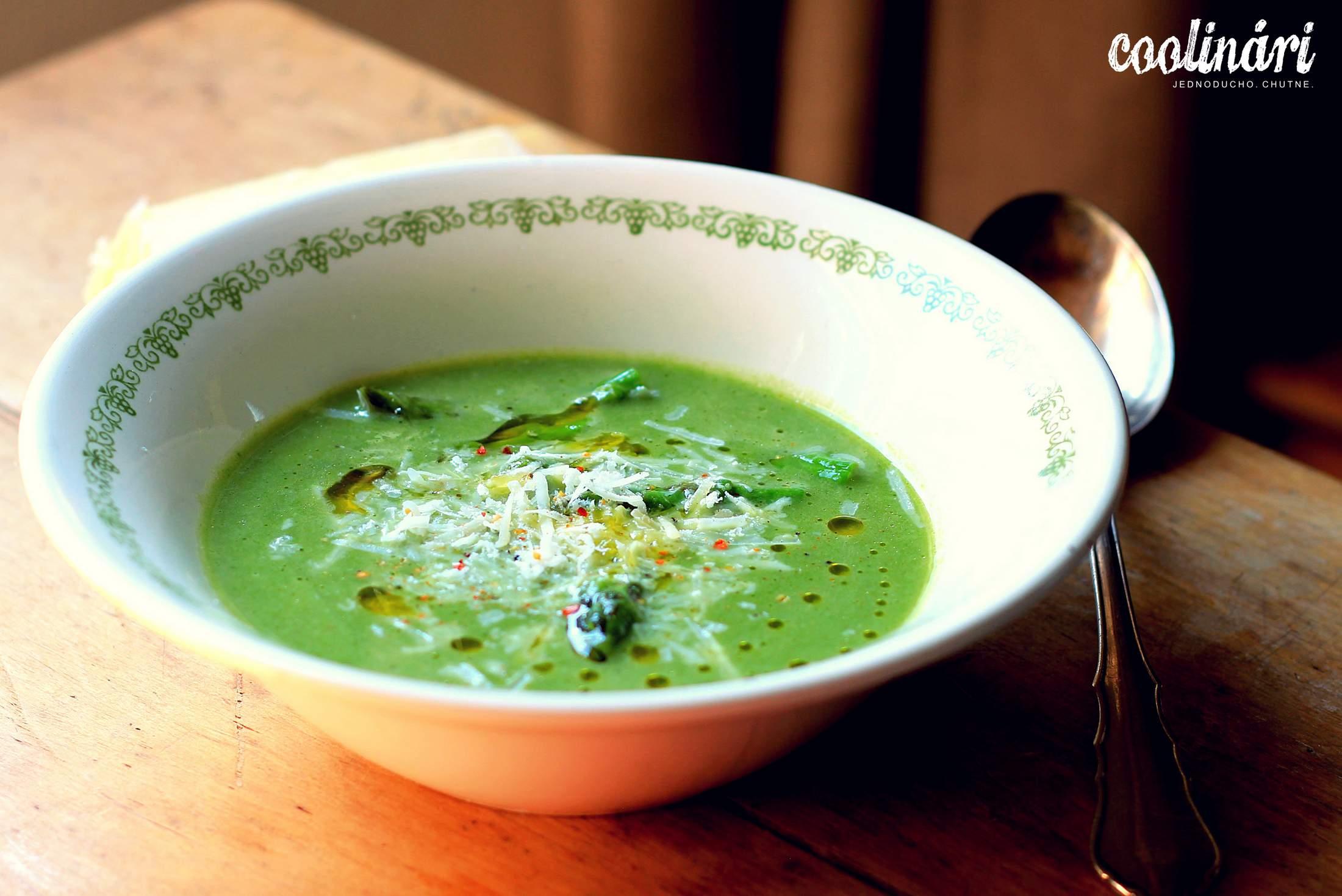 špargľová polievka s baby špenátom