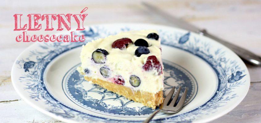 Cheesecake s bielou čokoládou a lesným ovocím