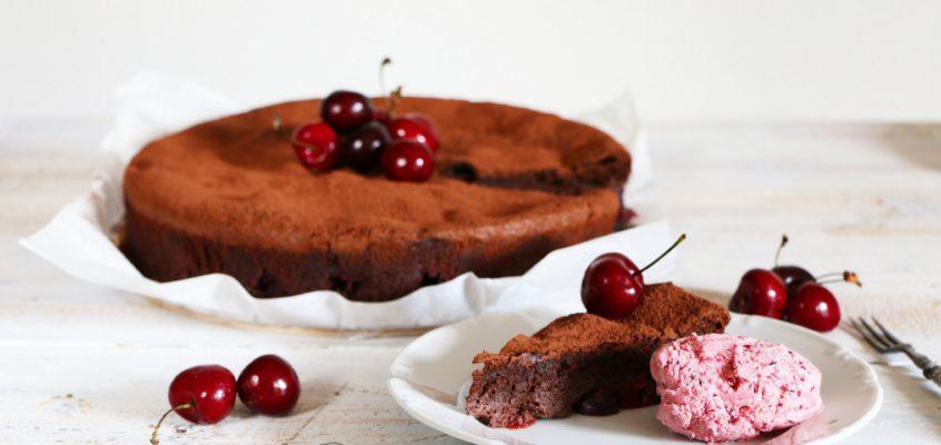 Čokoládovo-čerešňový koláč bez múky