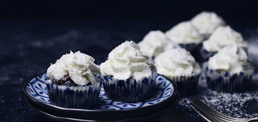 Kokosové cupcakes so slaným karamelom