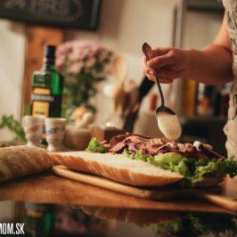 Veľký steak sendvič