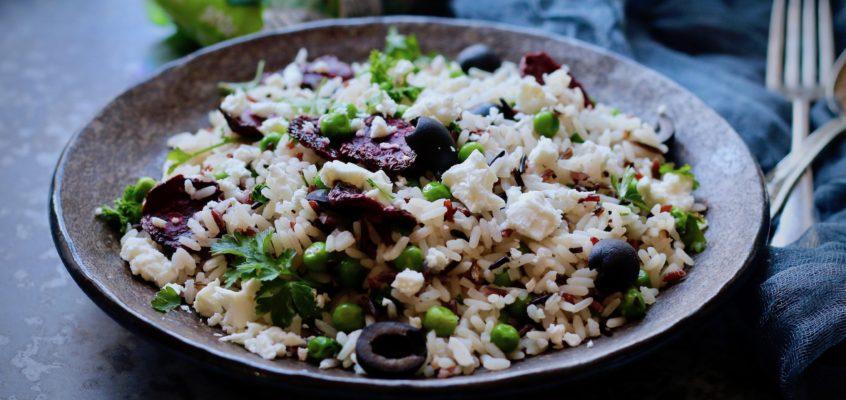 Divoká ryža s hrachom, syrom feta a grilovanou repou