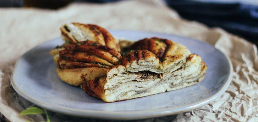 Olivový chlieb sbazalkovým pestom